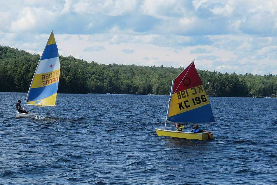 Catamaran sur le lac MontJoie